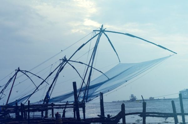 Chinese_fishing_nets_hires